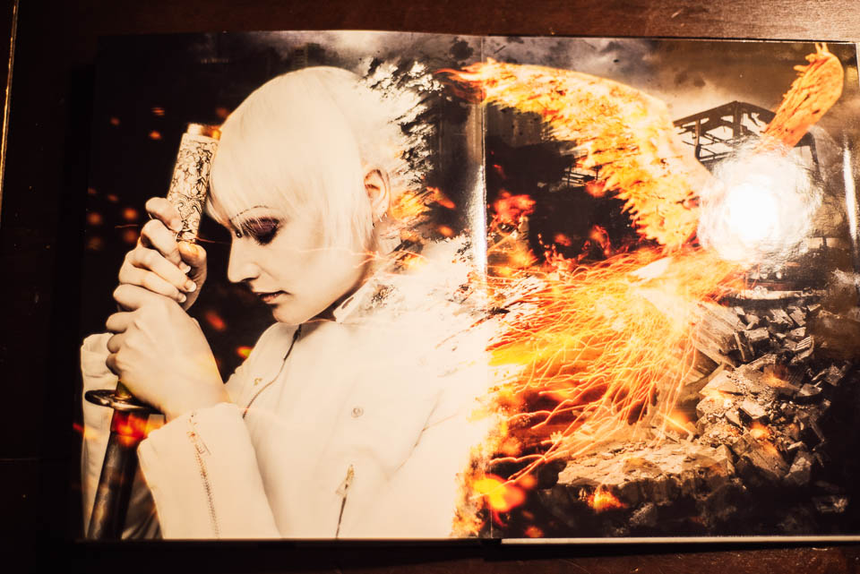 plastic-hand_Sanan_Jafan_Portfolio_Fotobuch_Saal-Digital_Bericht_11-20151020-web-11