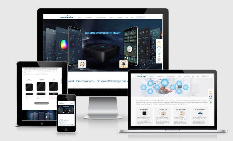 webdesign - plastic-hand imac, macbook und mobilgeräte mit responsive design